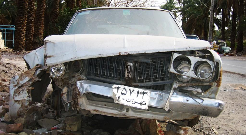 Ødelagt bil i Bam efter jordskælvet